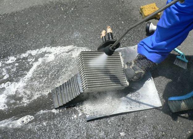 中古車 エアコンエバポレーター洗浄