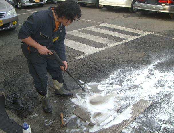中古車フロアマット洗浄
