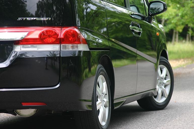 【ステップワゴンRG型ってどんな車?】小回りが効き乗降りしやすい低燃費5ナンバーミニバン