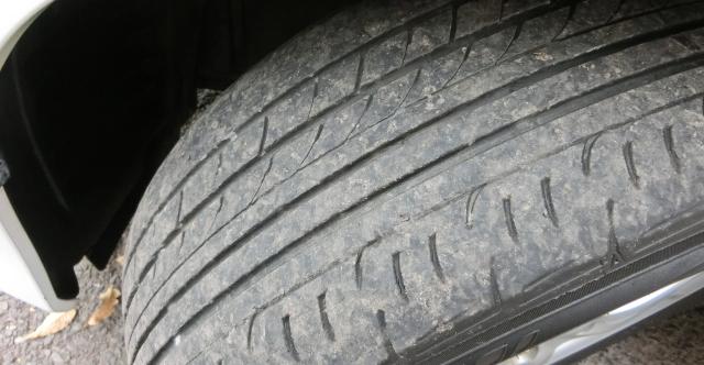 タイヤ残り溝の点検