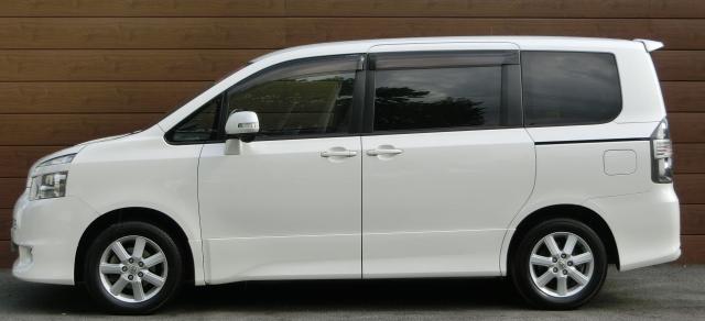 VOXY ZRR70 中古車