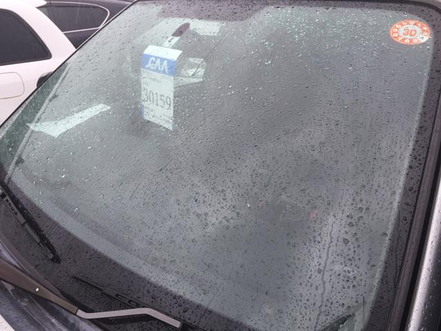 フロントガラス ヒビ 雨の日